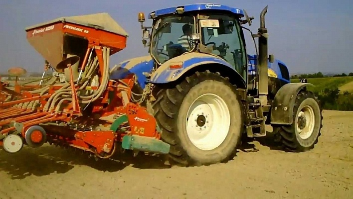 Трактор CASE New Holland T6050 RC and PC