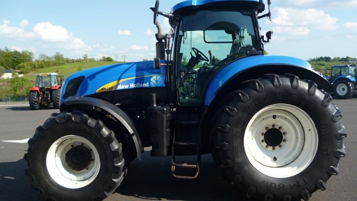 Трактор CASE New Holland T7050