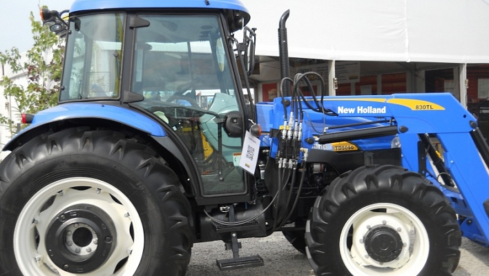 Трактор CASE New Holland TD5050
