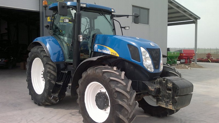 Трактор CASE New Holland T7030